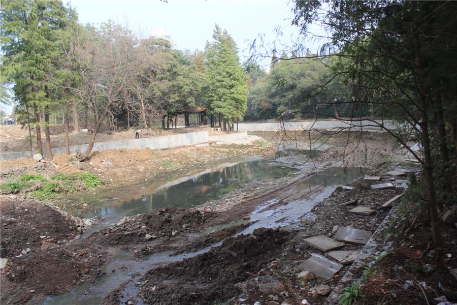 内城河改造:河道改造正在进行中