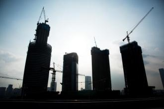 多地楼市调控高压逾两月 销售跌至18个月低点