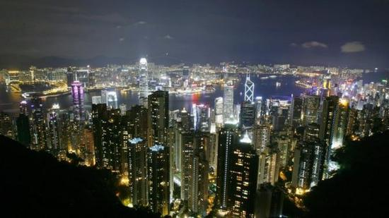 资料图片:香港夜景俯瞰。