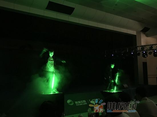 激光舞表演.jpg