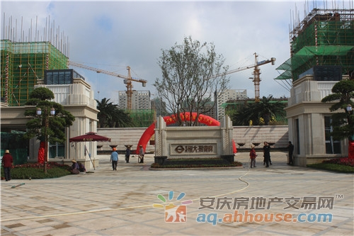 <a href='http://newhouse.aq.ahhouse.com/1400007940/' target='_blank' style='color:red;text-decoration:underline;'>恒大·珺睿府</a>实景