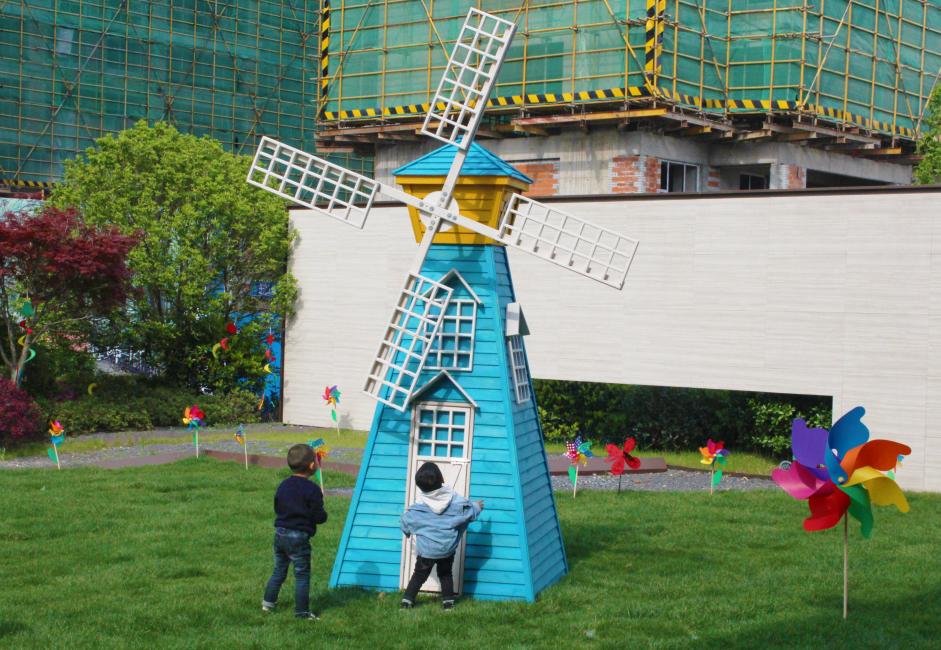 新华地产巢湖首届彩绘风筝节今日温馨上演