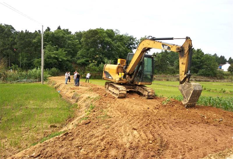 第二批中央财政专项扶贫资金道路建设项目日前开工