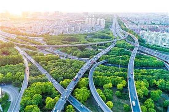 碧桂园黄金时代:淮北这条道路不仅宽阔畅通 配套还很全面!