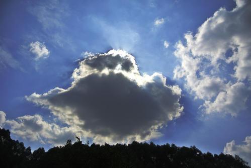 提醒!国庆假期后半程多阴雨 平均气温下降7~9℃