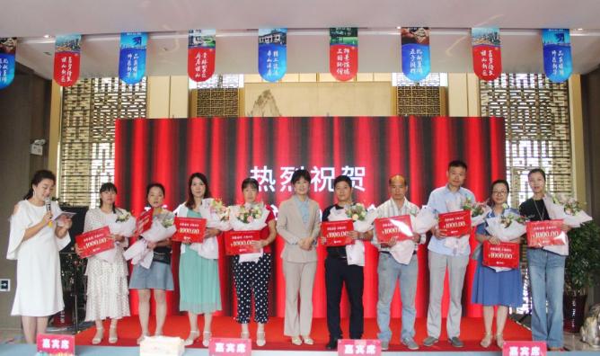 """2019新华地产""""代子谢母""""颁奖典礼浓情落幕"""