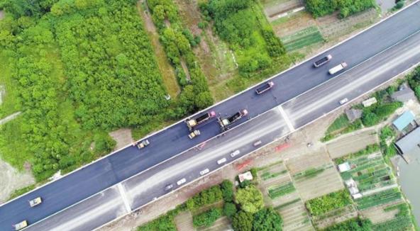 商合杭芜湖长江公铁大桥 桥面铺装昨日全面完工