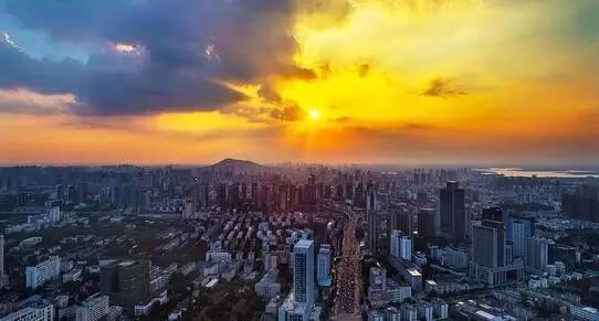 高银金融与长实订立融资协议 涉定期贷款88亿港元